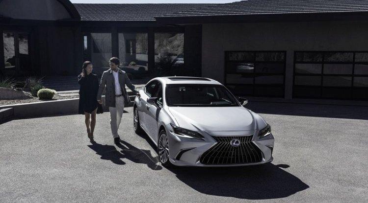 Lexus ES doczekał się liftingu